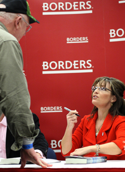 Palin draws plenty of people to today's Springfield book-signing at Borders
