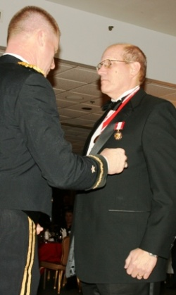 Retired Missouri National Guard head receives Distinguished Service Medal