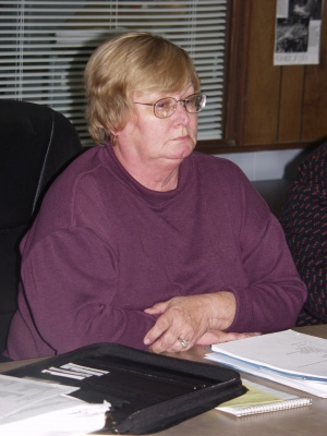 Crocker city administrator keeps her job — for now