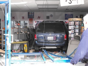 Customer hurt when van rams through St. Robert gas station Friday